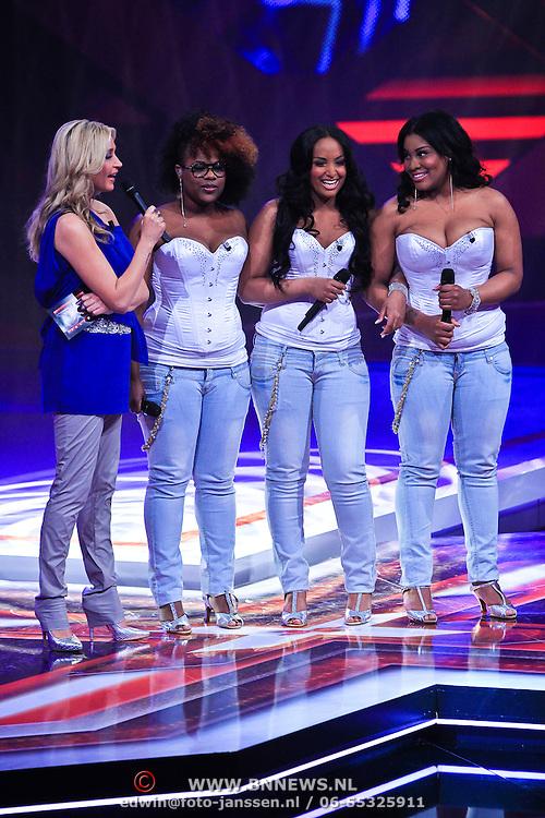NLD/Hilversum/20100409 - 1e Live uitzending X-Factor 2010, Fierce, Sharifa Blikslager, Virgillia Bloem en Rakinah met Wendy van Dijk