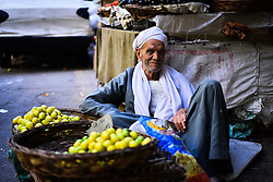 02.02.2014, Kairo, EGY, Ad Duqqi Markt, im Bild Verkäufer bieten ihre frischen Waren auf den Ad Duqqi Markt an // An Egyptian man sells fruits at a street market in Ad Duqqi district, near Cairo. Egypt suspended a capital gains tax on Monday, sending shares soaring after a months-long downturn in which investors had complained of a lack of clarity about the new taxes, with some even taking the government to court, Egypt on 2014/02/02. EXPA Pictures © 2015, PhotoCredit: EXPA/ APAimages/ Amr Sayed<br /> <br /> *****ATTENTION - for AUT, GER, SUI, ITA, POL, CRO, SRB only*****