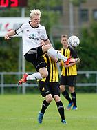 FODBOLD: Steffen H. Andersen (Vanløse) sparker væk under kampen i Danmarksserien mellem Vanløse IF og Skjold Birkerød den 2. september 2017 i Vanløse Idrætspark. Foto: Claus Birch