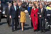 Zijne Majesteit Koning Willem-Alexander en Hare Majesteit Koningin Máxima brengen een werkbezoek aan de Duitse deelstaten Rijnland-Palts en Saarland.<br /> <br /> His Majesty King Willem-Alexander and Her Majesty Queen Máxima paid a working visit to the German federal states of Rhineland-Palatinate and Saarland.<br /> <br /> op de foto / On the Photo:   Koning Willem-Alexander en koningin Maxima worden ontvangen bij de Staatskanselarij van Rijnland-Palts door minister-president Malu Dreyer en haar partner. <br /> <br /> King Willem-Alexander and Queen Maxima are received at the State Chancellery of Rhineland-Palatinate by Prime Minister Malu Dreyer and her partner.