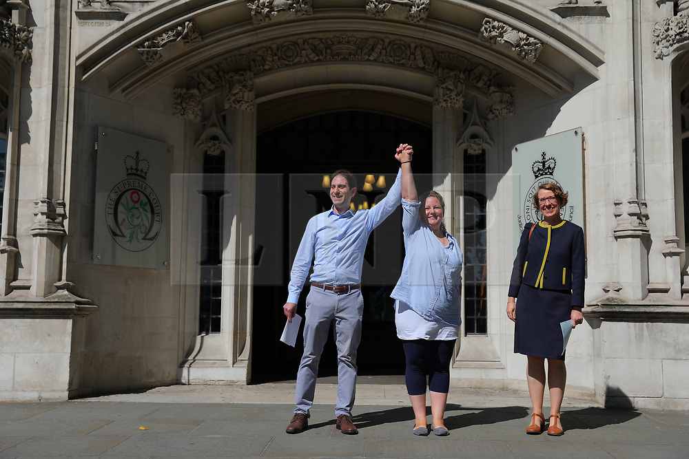"© Licensed to London News Pictures. 27/06/2018. London, UK. Rebecca Steinfeld and Charles Keidan, who have ""deep-rooted"" ideological objections to the institution of marriage, leave the Supreme Court after judges ruled in their favour in their legal battle to grant heterosexual couples the right to enter into civil partnership. Photo credit: Rob Pinney/LNP"