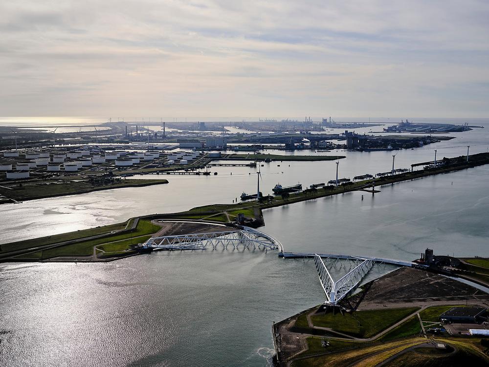 Nederland, Zuid-Holland, Hoek van Holland, 14-09-2019; Nieuwe Waterweg, Haven van Rotterdam. Functioneringssluiting Maeslantkering. De waterkering in de Nieuwe Waterweg wordt een maal per jaar, voordat het stormseizoen begint, getest. Tijdens het sluiten van de kering ligt alle scheepvaartverkeer naar de Rotterdamse haven stil. Links Callandkanaal en de havens van Europoort. De Maeslantkering sluit normaal gesproken alleen bij dreigende stromvloed en bij een waterstand van 3 meter of meer boven NAP. De kering, onderdeel van de Deltawerken, vormt samen met de Hartelkering de Europoortkering en beschermt Rotterdam en achterland bij extreme waterstanden.<br /> Hook of Holland - Port of Rotterdam. Aerial view of the new storm surge barrier (Maeslantkering) in the Nieuwe Waterweg during the so-called functioning closure, taking place one a year before the storm season begins. The waterway, leading to the Port of Rotterdam (at the horizon), is closed during the test. <br /> luchtfoto (toeslag op standard tarieven);<br /> aerial photo (additional fee required);<br /> copyright foto/photo Siebe Swart
