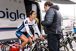 Last minute tactics talk between Carmen Small and Thomas Campana - Emakumeen Bira 2016 Stage 4 - A 76 km road stage starting and finishing in Portugalete, Spain on 17th April 2016.