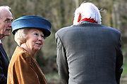 Prinses Beatrix opent Museum Oud Amelisweerd. Het museum toont het brede oeuvre van veelzijdig kunstenaar Armando.<br /> <br /> Princess Beatrix opens Museum Old Amelisweerd. The museum shows the broad work of versatile artist Armando.<br /> <br /> Op de foto / On the photo: <br />  Prinses Beatrix en Kunstenaar Armando doen de openingshandeling / Princess Beatrix and Artist Armando doing the opening act