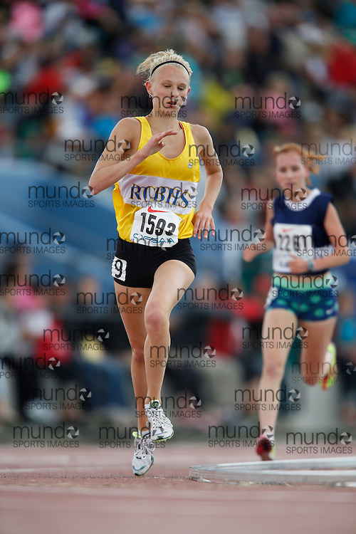Lauren Fergusen of Ridgeway-Crystal BHS -Ridgeway competes in the senior girls 3000m at the 2013 OFSAA Track and Field Championship in Oshawa Ontario, Saturday,  June 8, 2013.<br /> Mundo Sport Images/ Geoff Robins