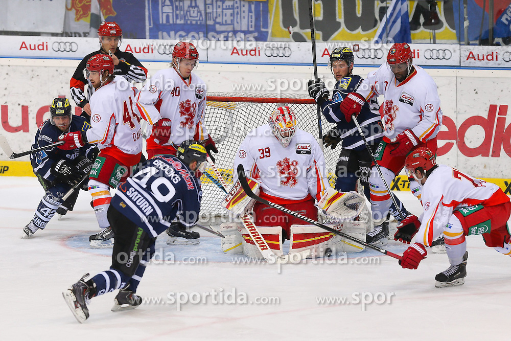 27.03.2015, Saturn Arena, Ingolstadt, GER, DEL, ERC Ingolstadt vs Duesseldorfer EG, Playoff, Halbfinale, 1. Spiel, im Bild Brendan Brooks (Nr.49, ERC Ingolstadt) vor Torhueter Tyler Beskorowany (Nr.39, Duesseldorfer EG) // during Germans DEL Icehockey League 1st semifinal match between ERC Ingolstadt and Duesseldorfer EG at the Saturn Arena in Ingolstadt, Germany on 2015/03/27. EXPA Pictures &copy; 2015, PhotoCredit: EXPA/ Eibner-Pressefoto/ Strisch<br /> <br /> *****ATTENTION - OUT of GER*****