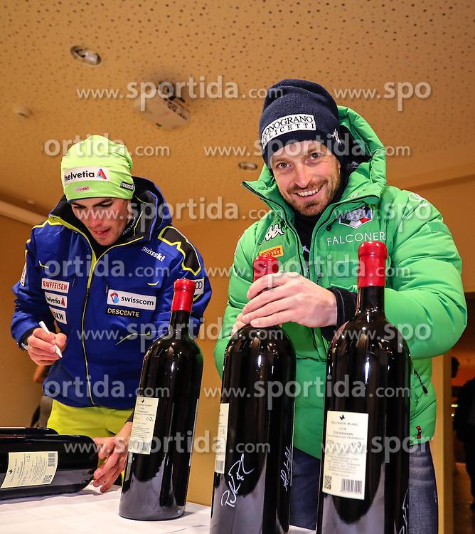 23.01.2017, Planai, Schladming, AUT, FIS Weltcup Ski Alpin, Slalom, Herren, Startnummernauslosung, im Bild Daniel Yule (SUI) und Manfred Mölgg (ITA) // Daniel Yule of Switzerland and Manfred Mölgg of Italy during the bibdraw prior to the Schladming FIS Ski Alpine World Cup 2017 at the Planai in Schladming, Austria on 2017/01/23. EXPA Pictures © 2017, PhotoCredit: EXPA/ Martin Huber