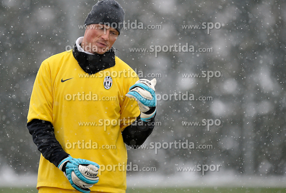 10.03.2010, Juventus Center, Turin, ITA, UEFA EL, Juventus Turin Training, im Bild Alexander Manninger (Juventus), EXPA Pictures © 2010, PhotoCredit: EXPA/ InsideFoto/ G. Perottino / for Slovenia SPORTIDA PHOTO AGENCY.