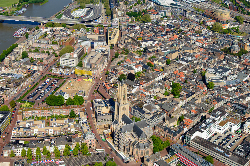 Nederland, Gelderland, Arnhem, 29-05-2019; zicht op de binnenstad,met Eusebiuskerk.<br /> View of the city center and Eusebius church and surroundings.<br /> <br /> luchtfoto (toeslag op standard tarieven);<br /> aerial photo (additional fee required);<br /> copyright foto/photo Siebe Swart