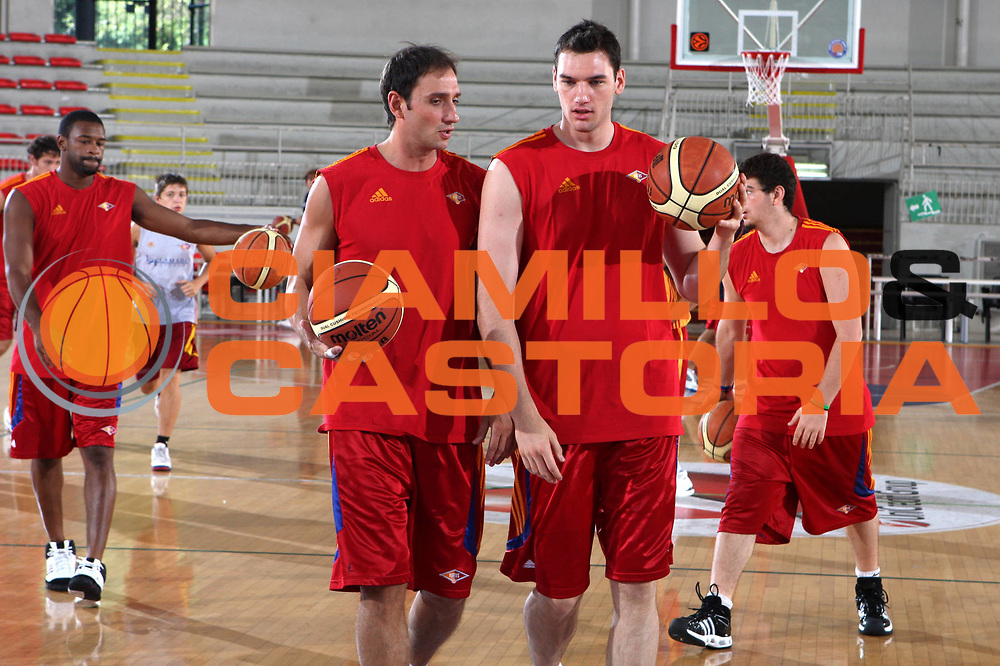 DESCRIZIONE : Roma Lega A 2009-10 Basket Lottomatica Virtus Roma  Allenamento<br /> GIOCATORE : Alessandro Tonolli Andrea Crosariol <br /> SQUADRA : Lottomatica Virtus Roma<br /> EVENTO : Campionato Lega A 2009-2010 <br /> GARA : <br /> DATA : 29/08/2009<br /> CATEGORIA : Allenamento<br /> SPORT : Pallacanestro <br /> AUTORE : Agenzia Ciamillo-Castoria/G.Ciamillo