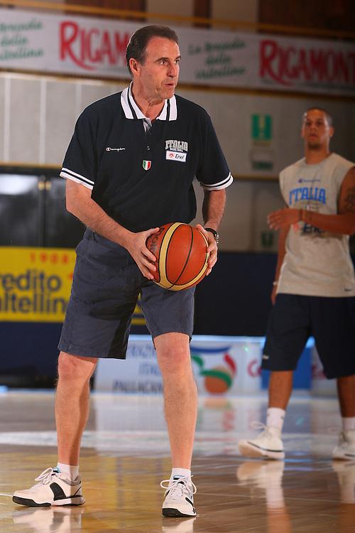 DESCRIZIONE : Bormio Raduno Collegiale Nazionale Maschile Allenamento <br /> GIOCATORE : Carlo Recalcati <br /> SQUADRA : Nazionale Italia Uomini <br /> EVENTO : Raduno Collegiale Nazionale Maschile <br /> GARA : <br /> DATA : 23/07/2008 <br /> CATEGORIA : Ritratto <br /> SPORT : Pallacanestro <br /> AUTORE : Agenzia Ciamillo-Castoria/S.Silvestri <br /> Galleria : Fip Nazionali 2008 <br /> Fotonotizia : Bormio Raduno Collegiale Nazionale Maschile Allenamento <br /> Predefinita :