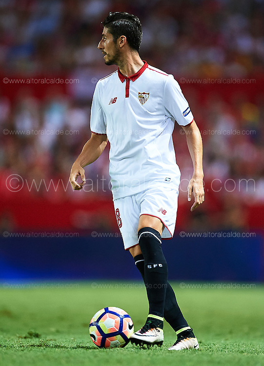 SEVILLE, SPAIN - SEPTEMBER 20:  Sergio Escudero of Sevilla FC in action during the match between Sevilla FC vs Real Betis Balompie as part of La Liga at Estadio Ramon Sanchez Pizjuan on September 20, 2016 in Seville, Spain.  (Photo by Aitor Alcalde Colomer/Getty Images)