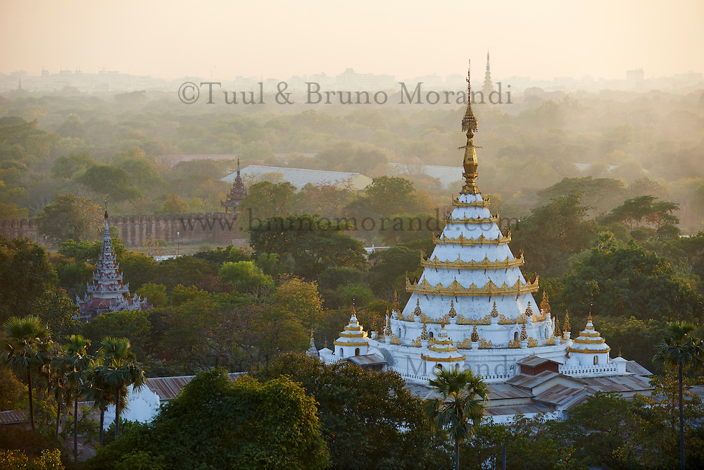 Myanmar (ex Birmanie), Mandalay, vue generale sur la ville // Myanmar (Burma), Mandalay, cityscape