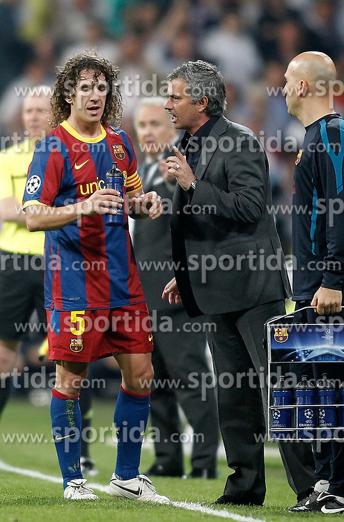 27.04.2011, Estadio Santiago Bernabeu, Madrid, ESP, UEFA CL, Halbfinale, Hinspiel, Real Madrid CF (ESP) vs FC Barcelona (ESP), im Bild Real Madrid's coach Jose Mourinho argues with Barcelona's Carles Puyol during Champions League match in Madrid. April 27, 2011, EXPA Pictures © 2011, PhotoCredit: EXPA/ Alterphotos/ Alvaro Hernandez