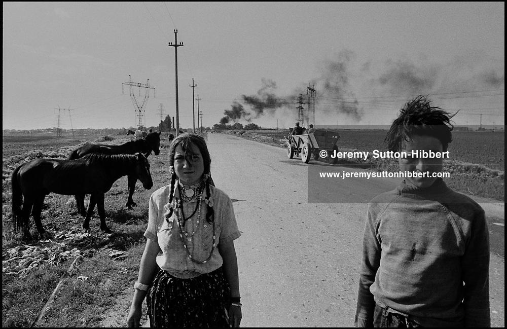 SINTESTI, ROMANIA, 1991..©JEREMY SUTTON-HIBBERT 2000..TEL./FAX.  +44-141-649-2912..EMAIL J.S.HIBBERT@BTINTERNET.COM