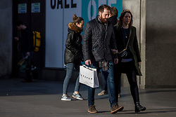 "© Licensed to London News Pictures. 22/12/2018. London, UK. Christmas shoppers on Oxford Street as many retailers begin sales early. High street retailers are hoping for strong sales as last-minute Christmas shoppers hit the streets for ""Super Saturday"". Photo credit: Rob Pinney/LNP"