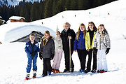 Fotosessie met de koninklijke familie in Lech /// Photoshoot with the Dutch royal family in Lech .<br /> <br /> Op de foto/ On the photo: Prinses Beatrix met kleinkinderen Prinses Amalia, Prinses Alexia, Prinses Ariane , Prinses Eloise , Prins Claus-Casimir , Prinses Leonore