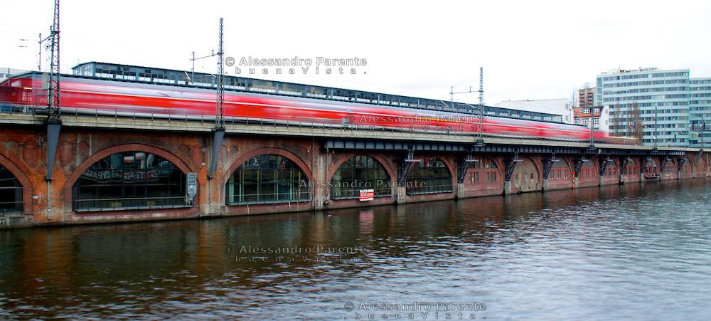 jannovitz bridge train station.