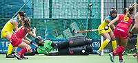BRUSSEL - keeper Jocelyn Bartram (Aus.) stops penaltycorner of Maria LOPEZ (SPA)  during AUSTRALIA v SPAIN , Fintro Hockey World League Semi-Final (women) . COPYRIGHT KOEN SUYK