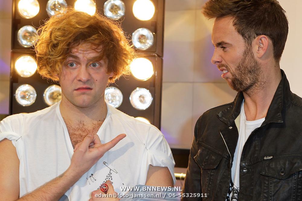 NLD/Amsterdam/20120104 - Verrassingsconcert the Voice of Holland kandidaten, Paul Turner en Charly Luske