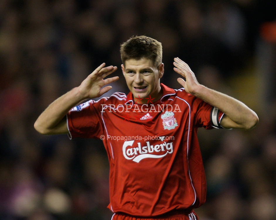 LIVERPOOL, ENGLAND - Saturday, February 2, 2008: Liverpool's captain Steven Gerrard MBE rues a missed chance agaunst Sunderland during the Premiership match at Anfield. (Photo by David Rawcliffe/Propaganda)
