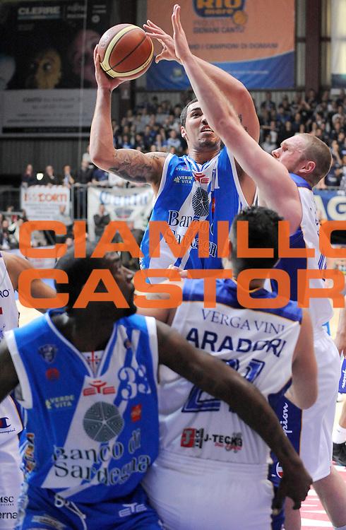 DESCRIZIONE : Cantu' Campionato Lega A 2013-14 Acqua Vitasnella Cantu' Banco di Sardegna Sassari <br /> GIOCATORE : Drew Gordon <br /> SQUADRA : Banco di Sardegna Sassari<br /> EVENTO : Campionato Lega A 2013-14<br /> GARA :  Acqua Vitasnella Cantu' Banco di Sardegna Sassari<br /> DATA : 26/01/2014<br /> CATEGORIA :  Tiro Penetrazione<br /> SPORT : Pallacanestro<br /> AUTORE : Agenzia Ciamillo-Castoria/A.Giberti<br /> Galleria : Campionato Lega Basket A 2013-14<br /> Fotonotizia : Acqua Vitasnella Cantu' Banco di Sardegna Sassari<br /> Predefinita :