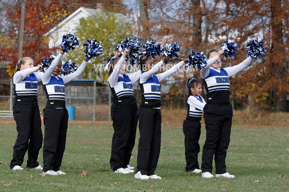 Middletown, NY - The Middletown Middies play Washingtonville in a Division 2 playoff game at Watts Park on Nov. 9, 2008.
