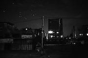 A red light illuminates a terrace in the darkness of nothern Gaza City. Una luce rossa illumina una terrazza nel nord di Gaza City