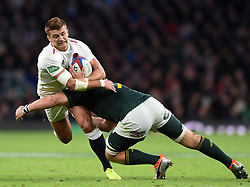 Henry Slade of England is tackled by Duane Vermeulen of South Africa - Mandatory byline: Patrick Khachfe/JMP - 07966 386802 - 03/11/2018 - RUGBY UNION - Twickenham Stadium - London, England - England v South Africa - Quilter International