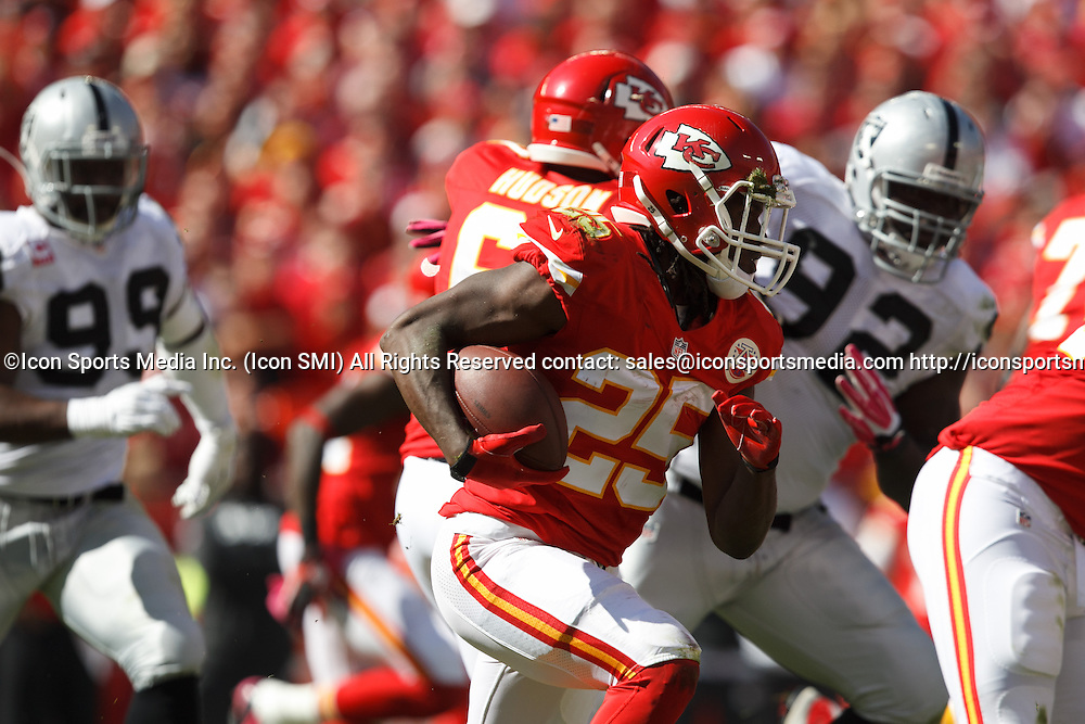 October 13, 2013: Kansas City Chiefs running back Jamaal Charles (25) carries the ball during the Kansas City Chiefs 24-7 victory over the Oakland Raiders at Arrowhead Stadium in Kansas City, Missouri.