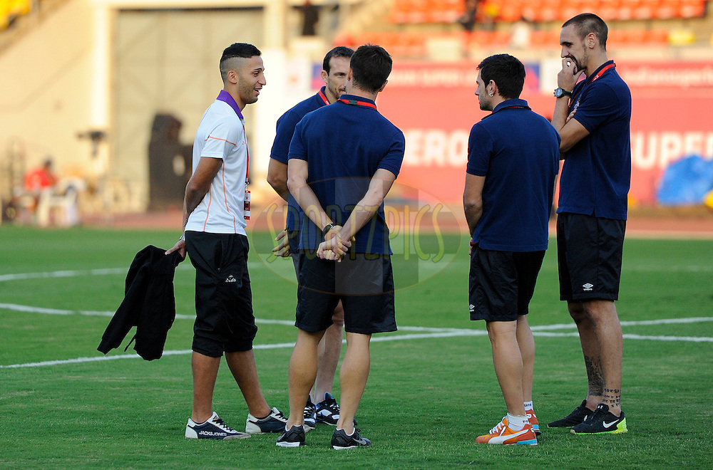 players from FC Pune City and Atletico de Kolkata interact with each other before the start of match 44 of the Hero Indian Super League between FC Pune City and Atletico de Kolkata FC held at the Shree Shiv Chhatrapati Sports Complex Stadium, Pune, India on the 29th November 2014.<br /> <br /> Photo by:  Pal Pillai/ ISL/ SPORTZPICS