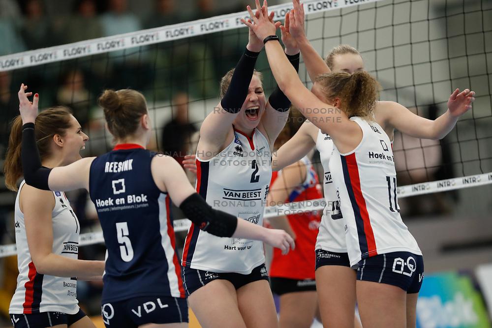 20190112 NED: Sliedrecht Sport - VC Sneek: Sliedrecht<br />Vreugde bij Sliedrecht Sport, oa Brechtje Kraaijvanger (2), Ana Rekar (11) of Sliedrecht Sport <br />©2019-FotoHoogendoorn.nl / Pim Waslander