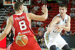 02.09.2014, City Arena, Bilbao, ESP, FIBA WM, Ukraine vs Türkei, im Bild Ukraine's Oleksandr Lypovyy (r) and Turkey's Baris Hersek // during FIBA Basketball World Cup Spain 2014 match between Ukraine and Turkey at the City Arena in Bilbao, Spain on 2014/09/02. EXPA Pictures © 2014, PhotoCredit: EXPA/ Alterphotos/ Acero<br /> <br /> *****ATTENTION - OUT of ESP, SUI*****