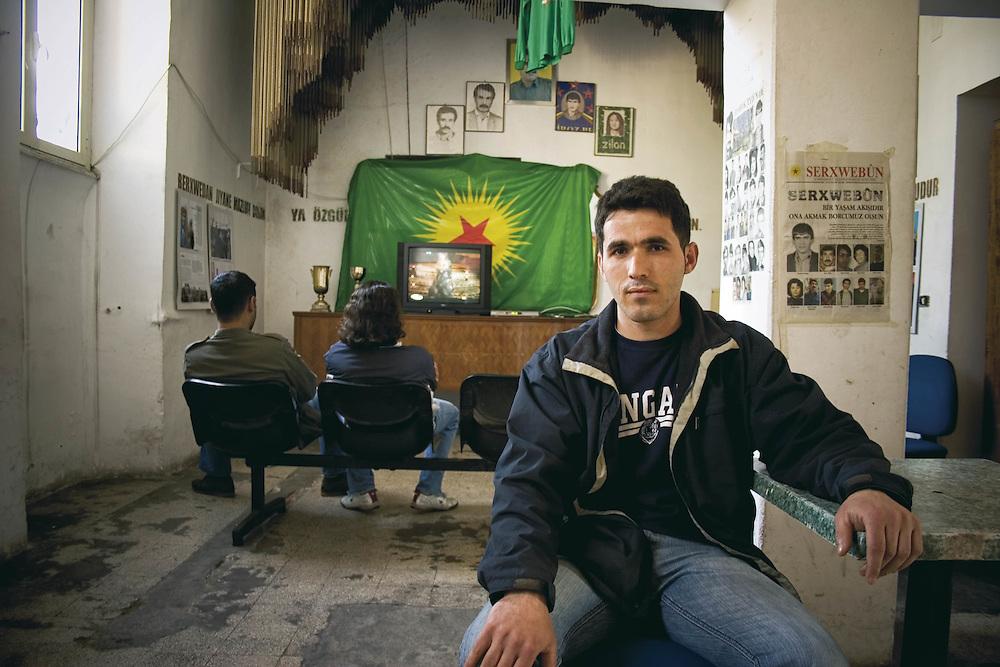 Rifugiato Kurdo vive nel centro sociale di prima accoglienza Ararat a Roma.<br /> Nel suo paese mehmet era disoccupato.