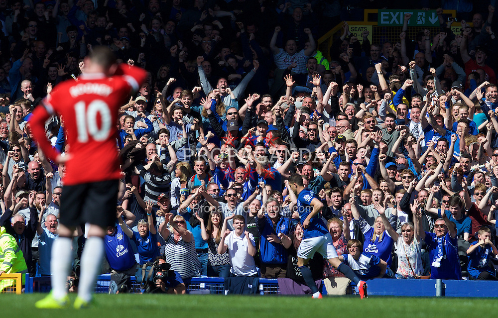 LIVERPOOL, ENGLAND - Sunday, April 26, 2015: Everton's Kevin Mirallas celebrates scoring the third goal against Manchester United during the Premier League match at Goodison Park. (Pic by David Rawcliffe/Propaganda)