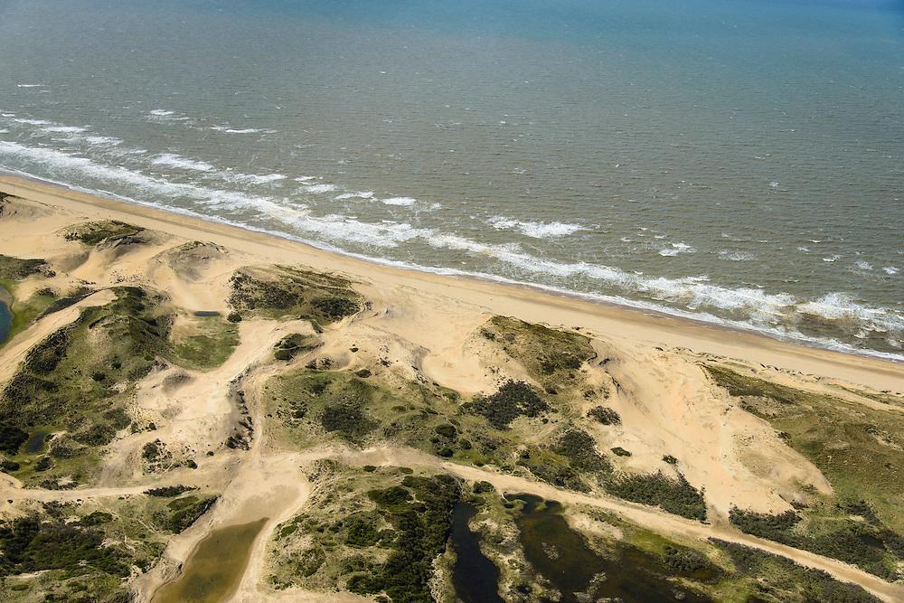 Nederland, Noord-Holland, Zuid-Kennemerland, 09-04-2014; Kennemerduinden (ten noorden van Parnassia). In de duinen zijn windsleuven gegraven om verstuivingen te laten ontstaan die de duinen moeten versterken.<br /> Coastal defense, dunes and sand drifts.<br /> luchtfoto (toeslag op standard tarieven);<br /> aerial photo (additional fee required);<br /> copyright foto/photo Siebe Swart
