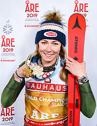 16.02.2019, Aare, SWE, FIS Weltmeisterschaften Ski Alpin, Slalom, Damen, Siegerehrung, im Bild Weltmeisterin und Goldmedaillengewinnerin Mikaela Shiffrin (USA) // World champion and gold medalist Mikaela Shiffrin of the USA during the winner Ceremony for the ladie's Slalom of FIS Ski World Championships 2019. Aare, Sweden on 2019/02/16. EXPA Pictures © 2019, PhotoCredit: EXPA Nisse Schmidt
