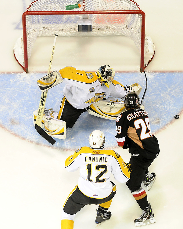 brandon Wheat Kings goalie Jacob De Serres stretches for the puck in Game 6 of the 2010 MasterCard Memorial Cup in Brandon, MB on Wednesday May 19, 2010. Photo by Aaron Bell/CHL Images