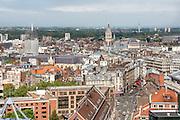 Vue sur les toits du quartier du centre ville de Lille avec le Beffroi de la chambre du commerce // View of Lille city center with Beffroi tower at background