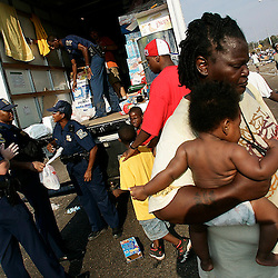 A mother and her child gets the last of the food from during a drop on the Causeway exit on Interstate 10 during the aftermath of Hurricane Katrina Friday, September 2, 2005 in New Orleans, Louisiana.  <br /> (Pasadena Star-News Keith Birmingham)