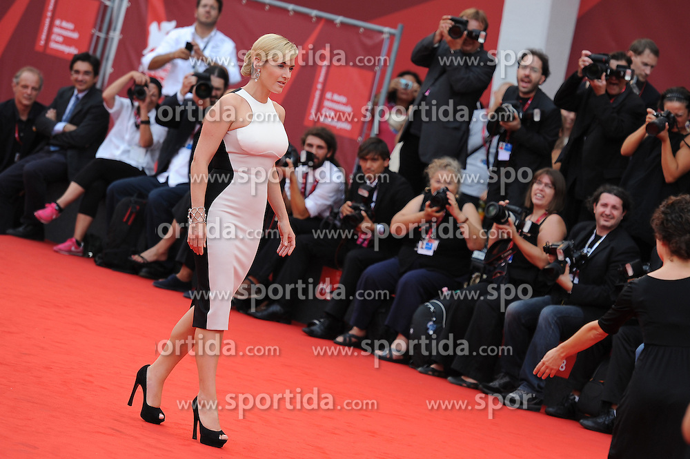 02.09.2011, Venedig, ITA, La Biennale, 68. Filmfestspiele von Venedig, roter Teppich, im Bild Kate WINSLET // at red carpet during the 68th Venice Film Festival, mostra del cinema at in Venice Italy on 2/9/2011. EXPA Pictures © 2011, PhotoCredit: EXPA/ Insidephoto/ Massimo Oliva +++++ ATTENTION - FOR AUSTRIA/(AUT), SLOVENIA/(SLO), SERBIA/(SRB), CROATIA/(CRO), SWISS/(SUI) and SWEDEN/(SWE) CLIENT ONLY +++++