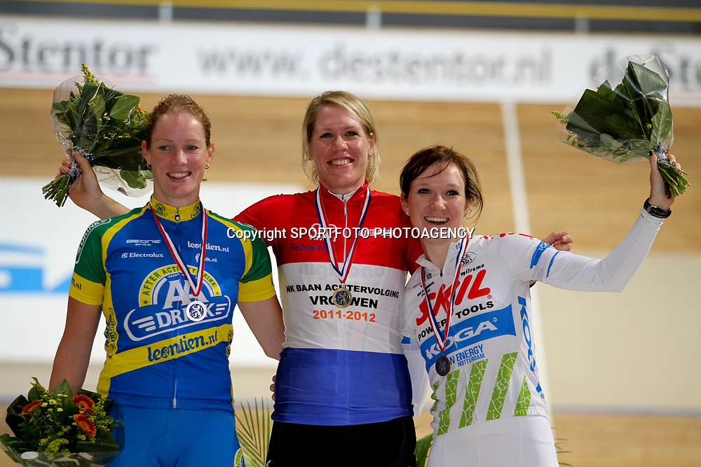 Podium achtervolging vrouwen Kampioen Ellen van Dijk, 2e Kirsten Wild en 3e Amy Pieters
