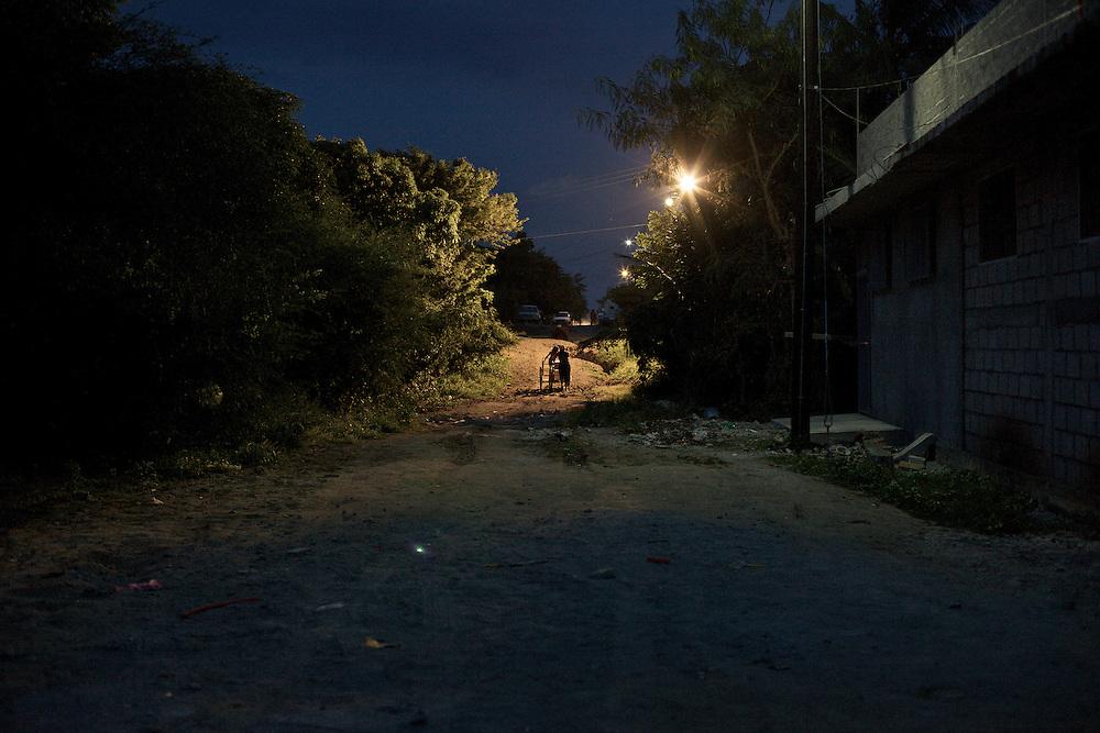 Migrants at night, trying to jump up the next train.Ixtepec-Oxaca-Mexico,2011