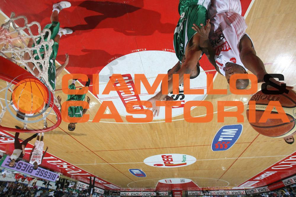 DESCRIZIONE : Pesaro Lega A1 2007-08 Scavolini Spar Pesaro Air Avellino <br /> GIOCATORE : Michael Hicks <br /> SQUADRA : Scavolini Spar Pesaro <br /> EVENTO : Campionato Lega A1 2007-2008 <br /> GARA : Scavolini Spar Pesaro Air Avellino <br /> DATA : 27/04/2008 <br /> CATEGORIA : Special Tiro <br /> SPORT : Pallacanestro <br /> AUTORE : Agenzia Ciamillo-Castoria/G.Ciamillo