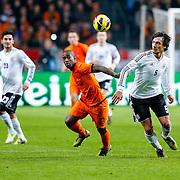 NLD/Amsterdam/20121114 - Vriendschappelijk duel Nederland - Duitsland, Ruben Schaken in duel met Mats Hummels