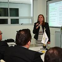 Toluca, México.- Lourdes Medina, presidenta del Consejo de Cámaras y Asociaciones Empresariales del Estado de México (CONCAEM) durante la sesión con integrantes de este consejo.  Agencia MVT / Crisanta Espinosa.