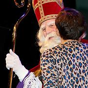 NLD/Amsterdam/20111117 - Inloop Bennie Stout in premiere voor Sinterklaas, Sinterklaas em Vivienne van den Assem