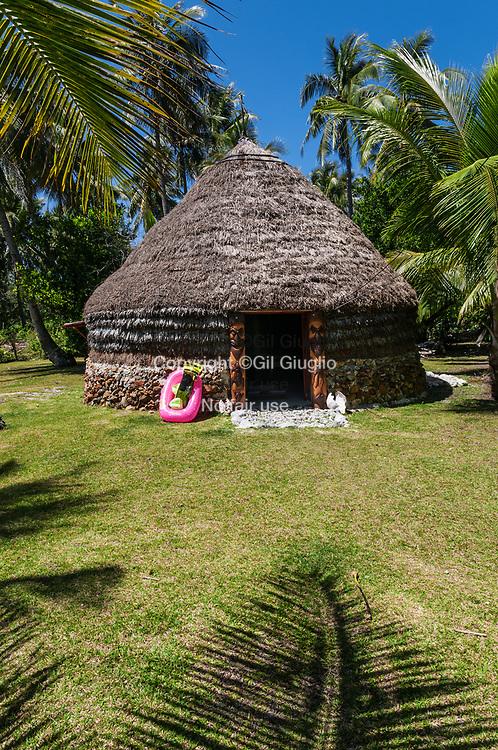 Nouvelle Calédonie, Îles Loyauté, ile de Lifou (aussi île Drehu ), tribu de Joj, faré et gîte chez l'habitant // New Caledonia, French Pacific territory, Loyalty islands, Lifou island ( also called Drehu island), trib of Joj, fare a local guest hutte for accomodation