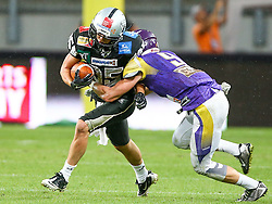 11.07.2015, Woertersee Stadion, Klagenfurt, AUT, AFL, Austrian Bowl XXXI, AFC Vienna Vikings vs Swarco Raiders Tirol, im Bild Julian Ebner (Swarco Raiders Tirol, WR, #85) und Christoph Gombkoetoe (AFC Vienna Vikings, DB, #9) // during the Austrian Football League Austrian Bowl XXXI game between AFC Vienna Vikings vs Swarco Raiders Tyrol at the Woertersee Stadion, Klagenfurt, Austria on 2015/07/11. EXPA Pictures © 2015, PhotoCredit: EXPA/ Thomas Haumer