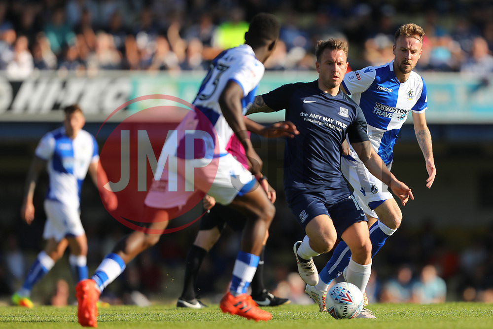 Simon Cox of Southend United is closed down - Mandatory by-line: Richard Calver/JMP - 05/05/2018 - FOOTBALL - Roots Hall - Southend-on-Sea, England - Southend United v Bristol Rovers - Sky Bet League One